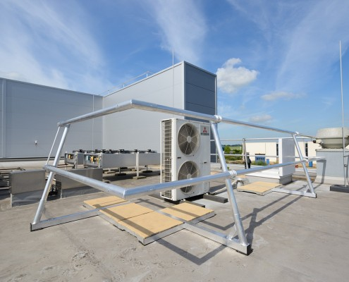 AaboSafe dakveiligheidsproducten. Aluguard Collectief dakrandbeveiligingssysteem op maat