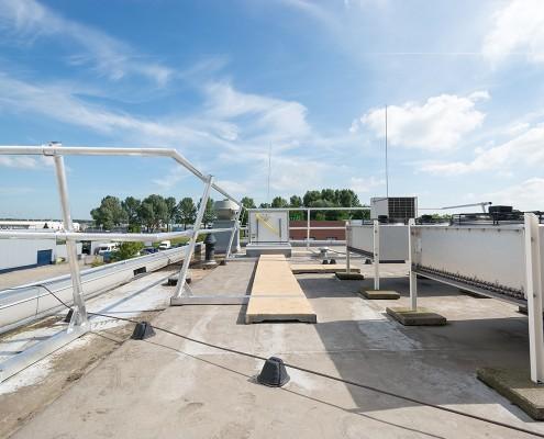 AaboSafe dakveiligheidsproducten.Aluguard Collectief dakrandbeveiligingssysteem op maat