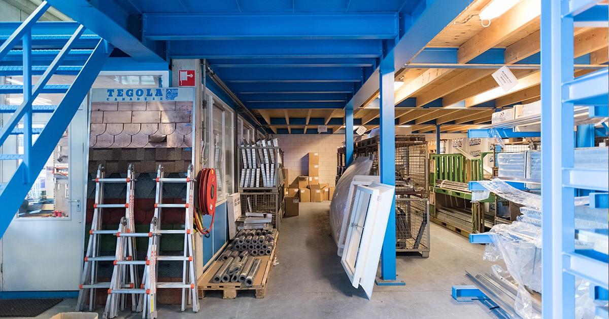 Het magazijn van Aabo Trading Almere.