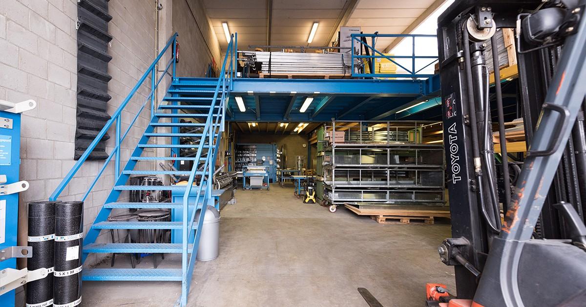 Het magazijn van Aabo Trading Amsterdam.