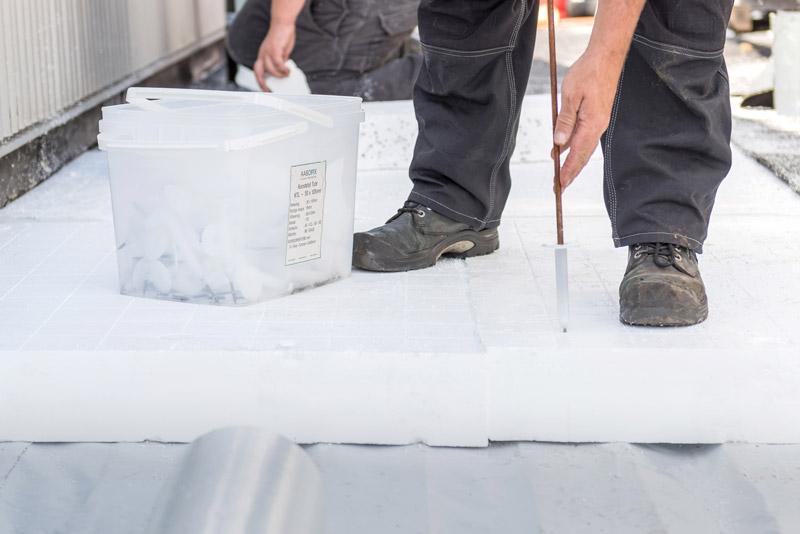 De Airpop® isolatie wordt met zogenoemde werkparkers bevestigd.