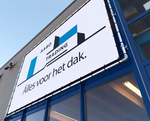 De voorgevel van Aabo Trading Den Haag.