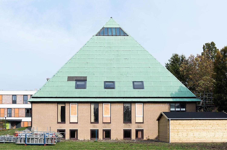Koperen piramide verrijst in Goes