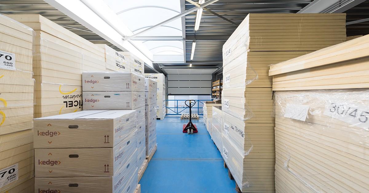 Het magazijn van Aabo Trading Roermond.