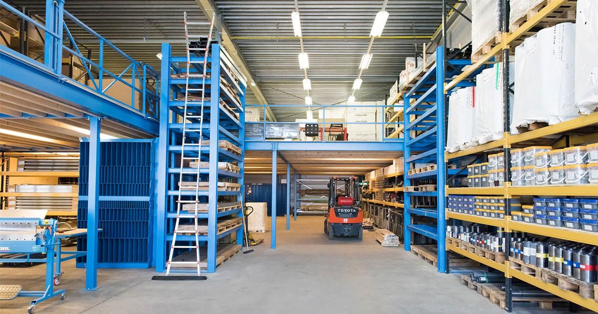 Het magazijn van Aabo Trading Den Haag.